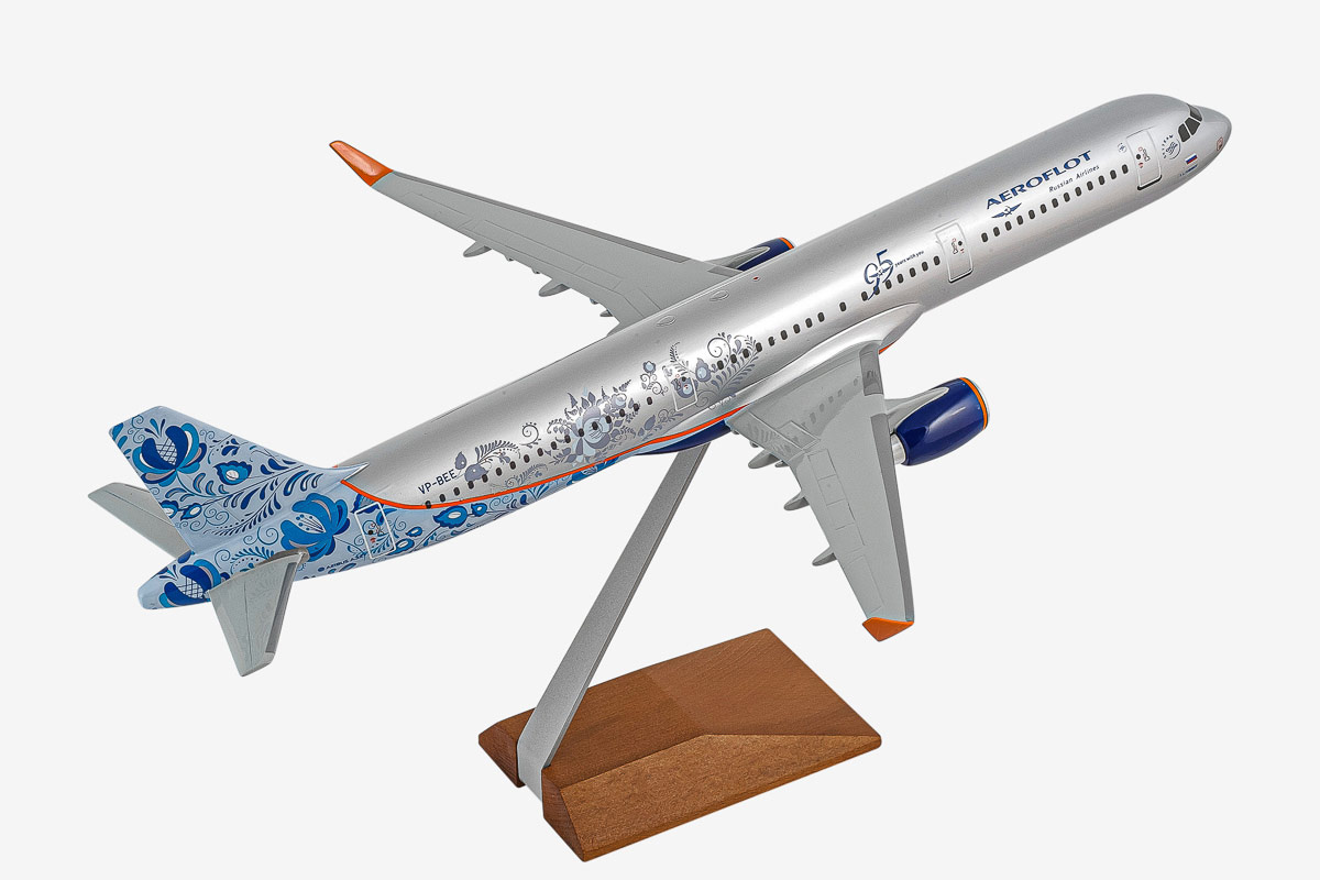 Airbus A321 Desktop Airplane Model